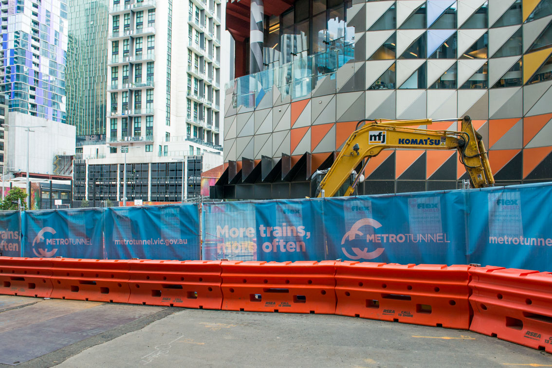 Metro Tunnel signage outside the A'Beckett Street site and RMIT, May 2017.
