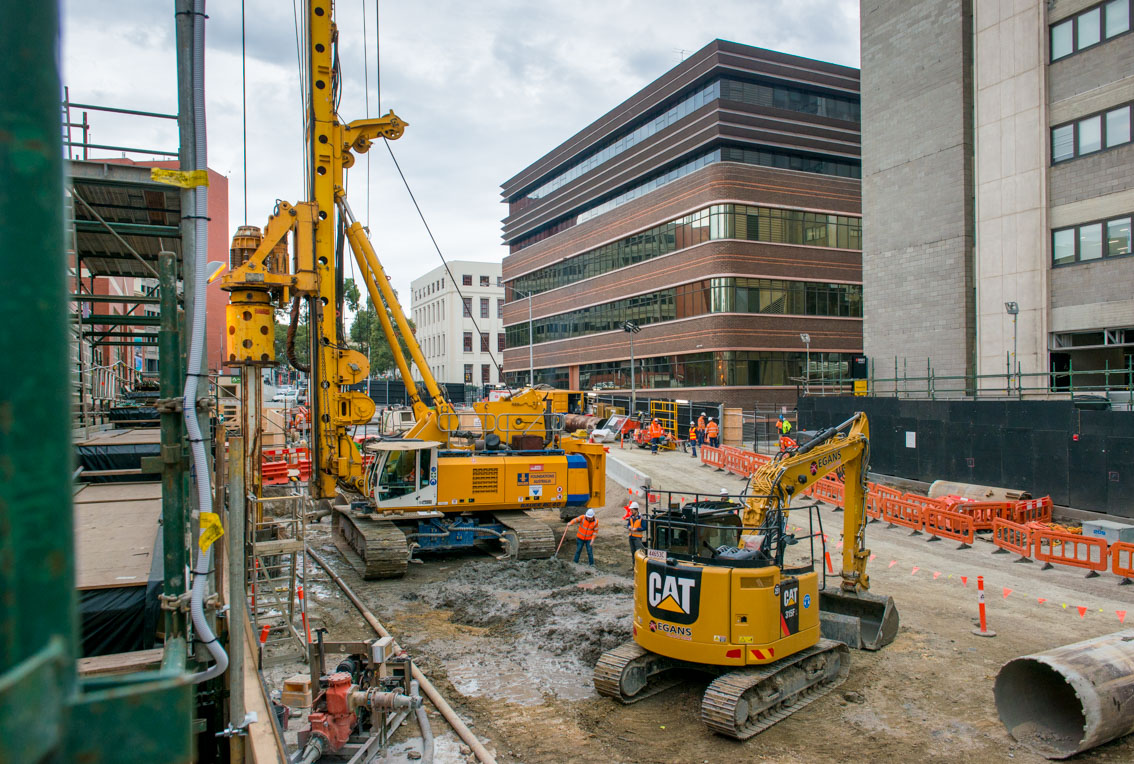 An excavator and BG 40 Drilling Rig at the Franklin Street site.